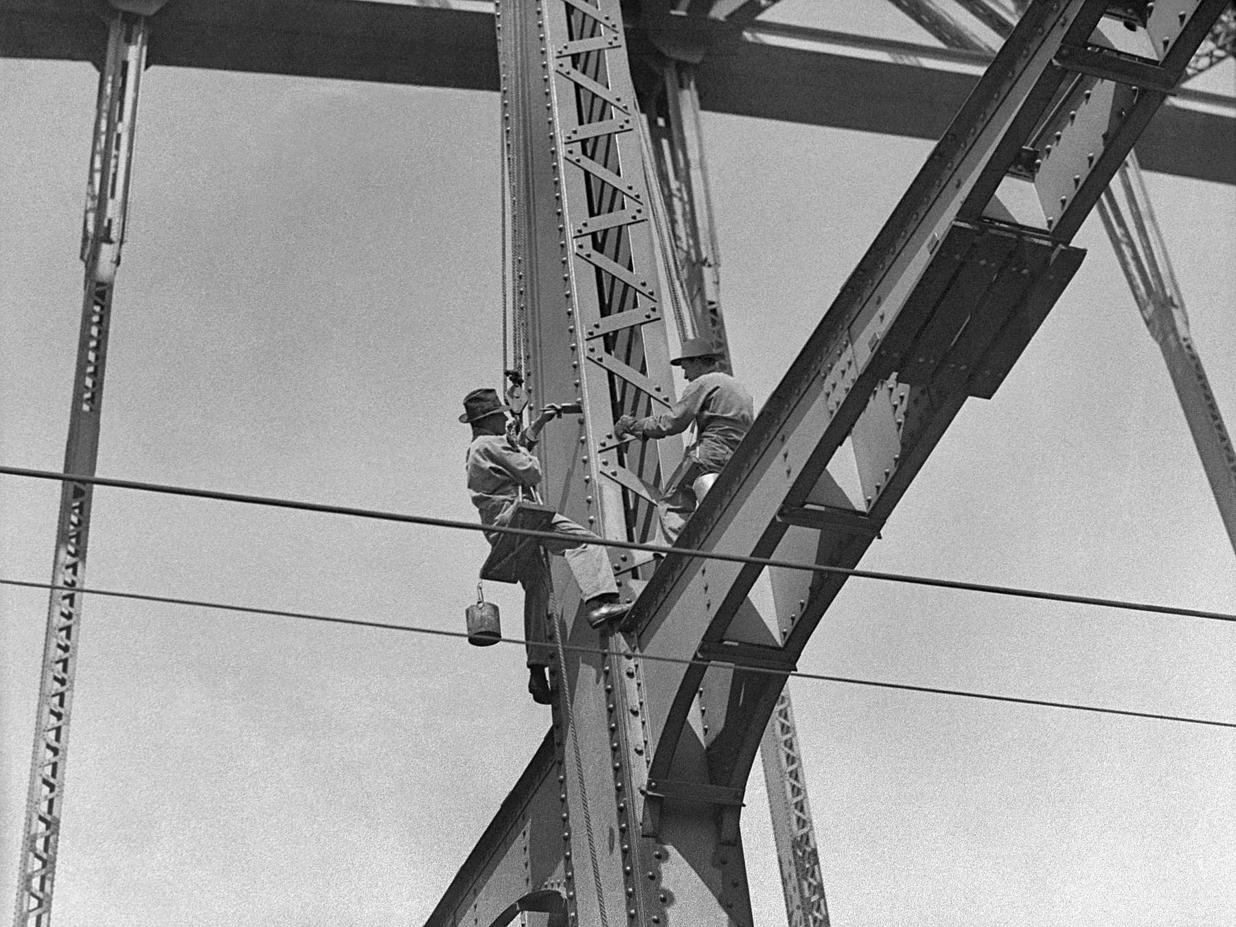 Painting the Harbour Bridge, photograph by Hood, 1930s, Home and Away 29671