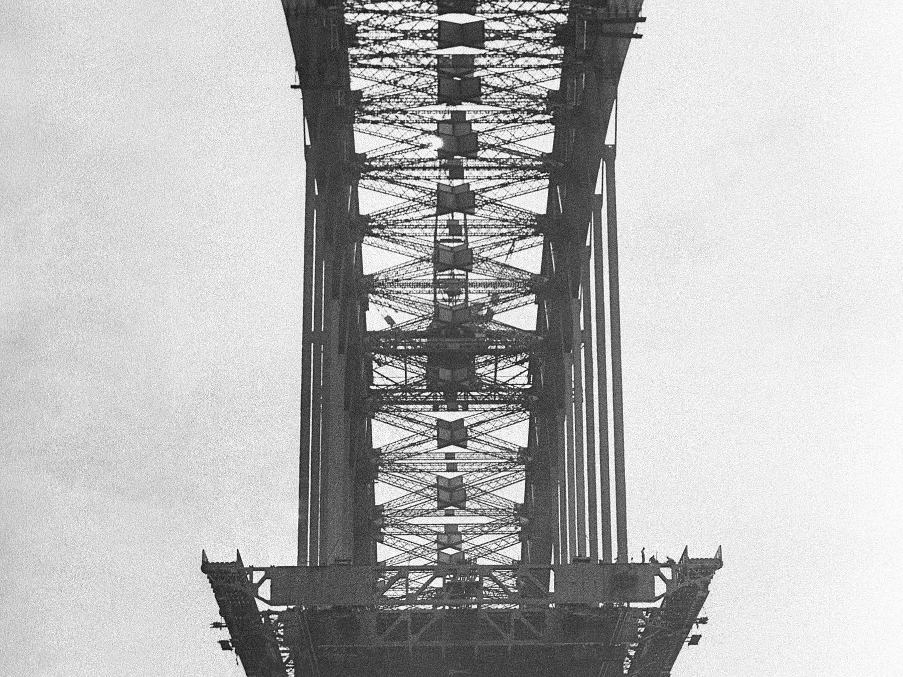 First sections of decking Sydney Harbour Bridge, photograph by Ted Hood, 1911-2000, Home and Away – 2186