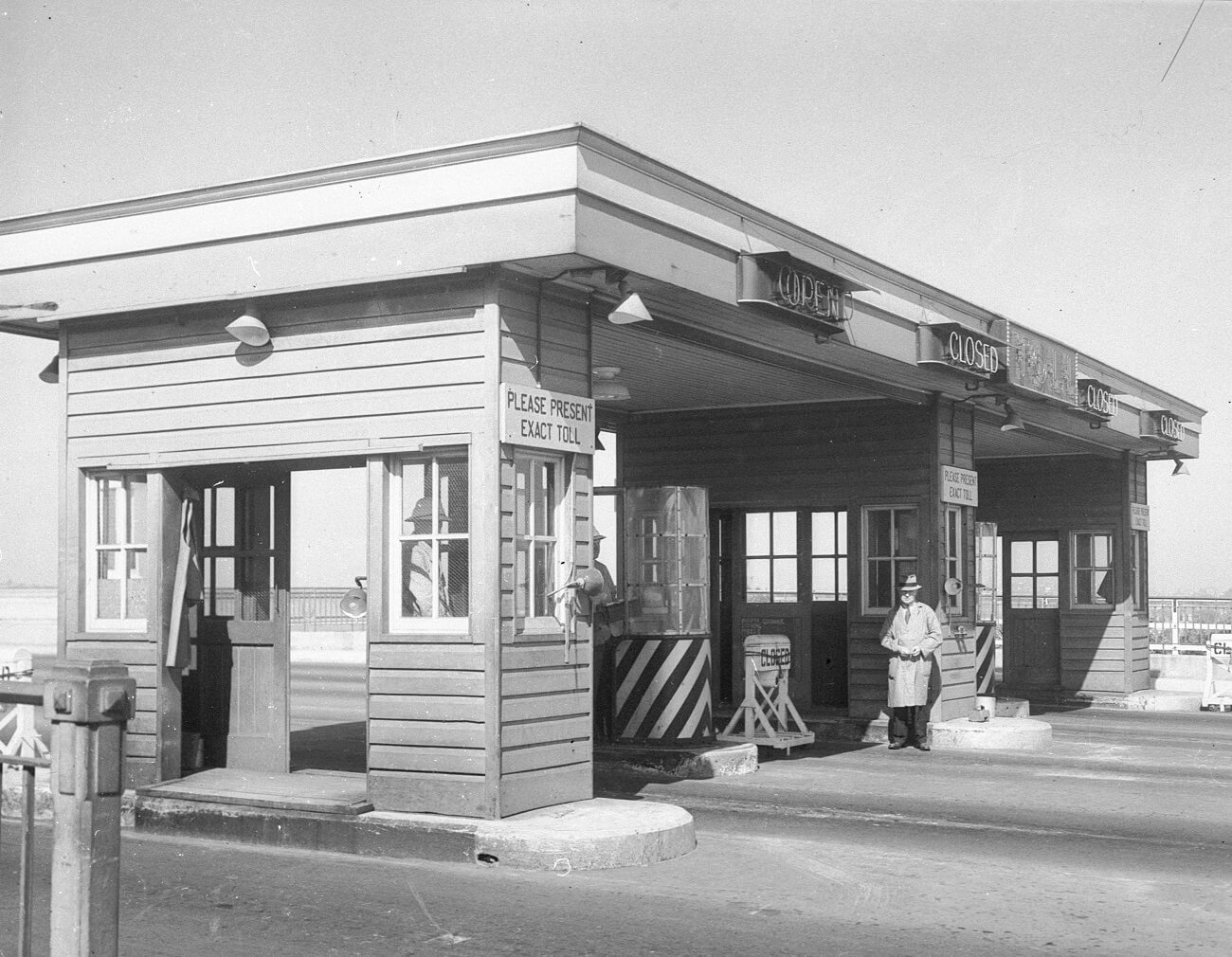 Sydney Harbour Bridge toll gates, photograph by Hall and Co, 1933, Home and Away – 35255